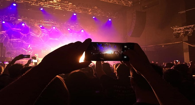 taking pictures of concert